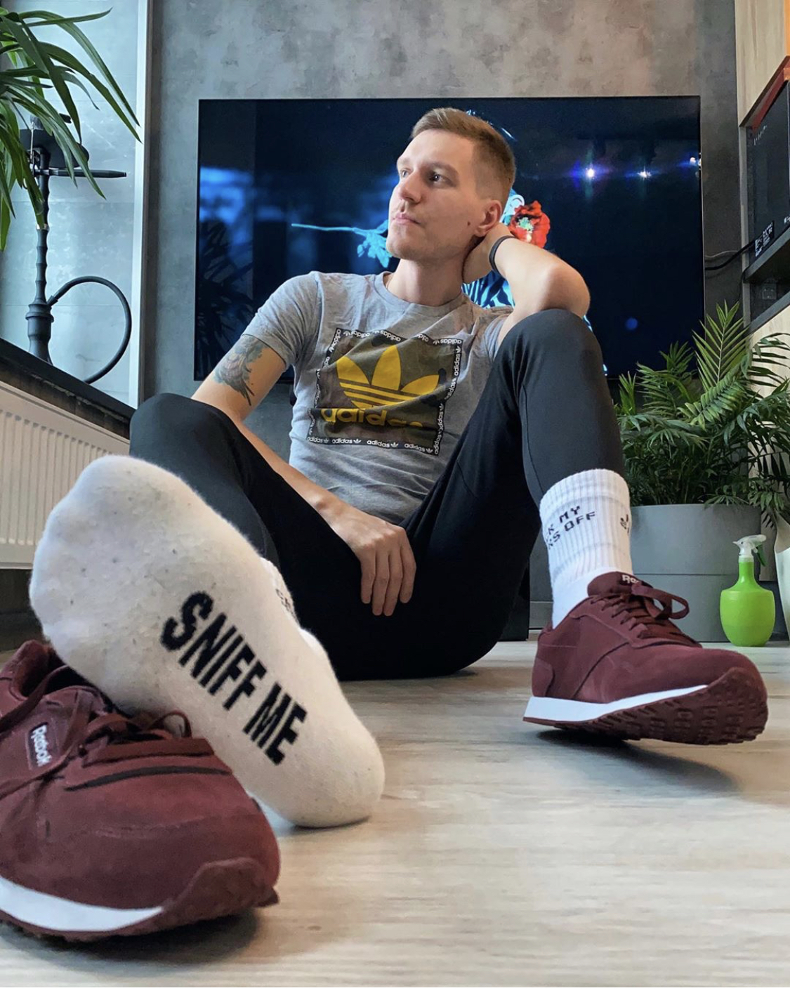 Stripsport shows off his white crew socks and Reebok